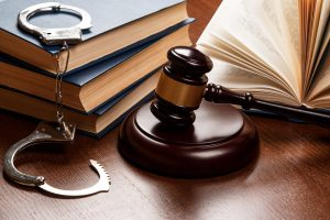 Be conscious while choosing a criminal lawyer